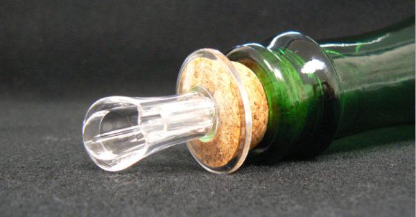 Bouchon bec verseur simple pour bouteuille sur ame du liège