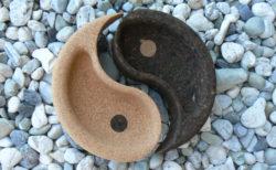 Coupe yin yang en liege disponible sur Âme du liège